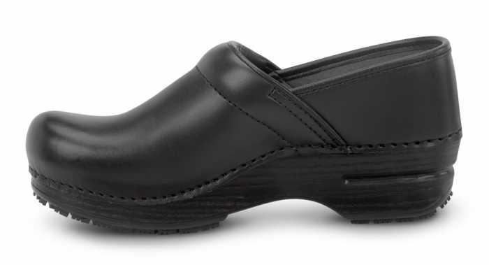 Dansko SDK000200 Unisex Black Box MaxTrax Soft Toe Slip Resistant Clog